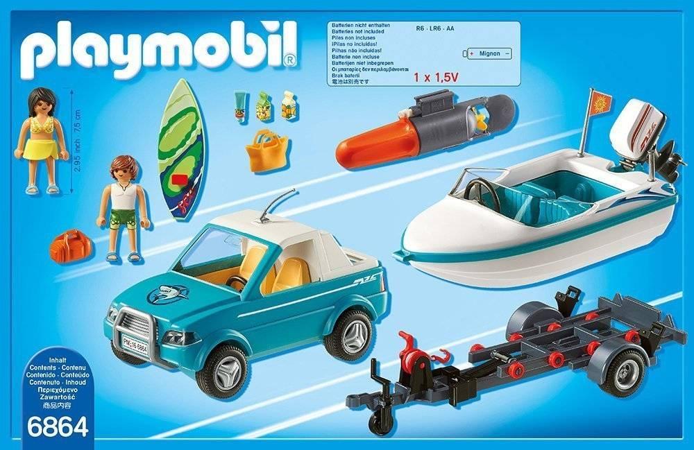 Voiture avec bateau et moteur submersible