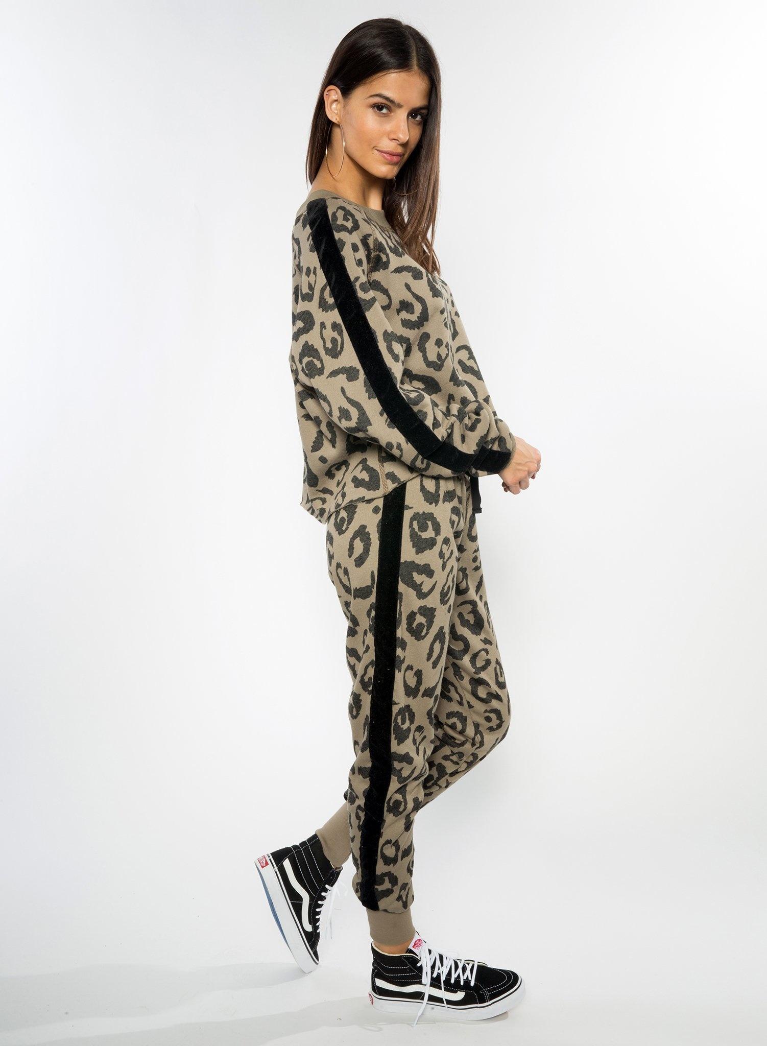 CHRLDR BIG LEOPARD — Tuxedo Crop Boatneck Sweatshirt
