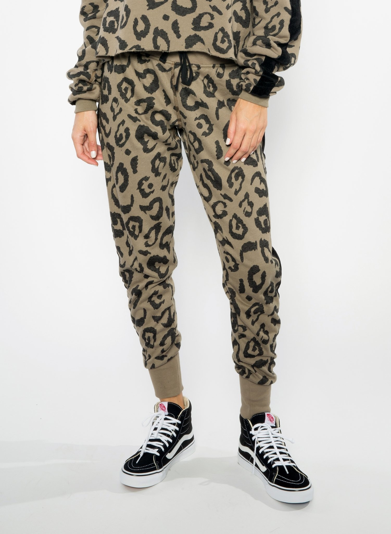CHRLDR BIG LEOPARD — Tuxedo Stripe Sweatpants