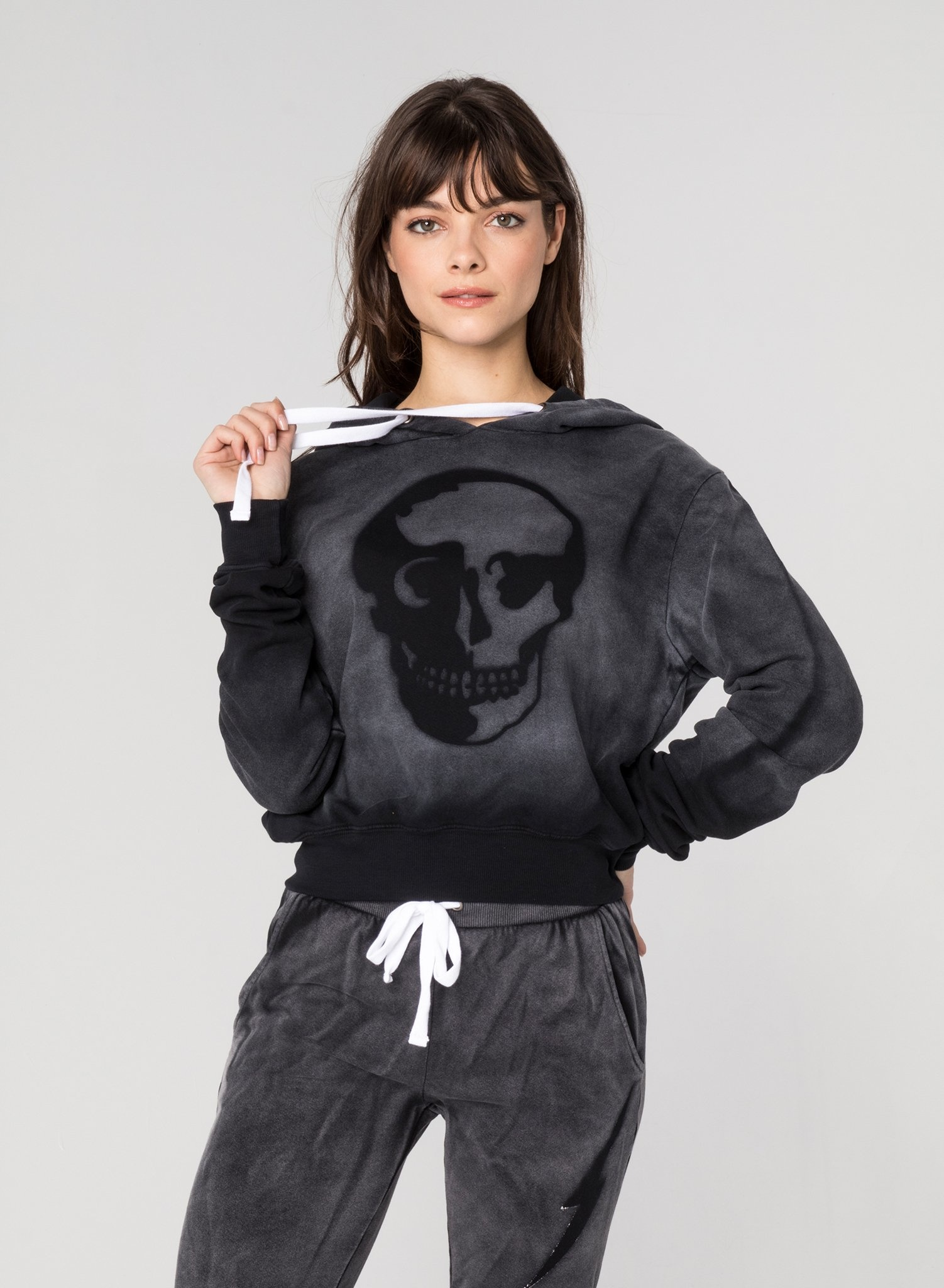CHRLDR STENCIL SKULL - Crop Pullover Hoodie