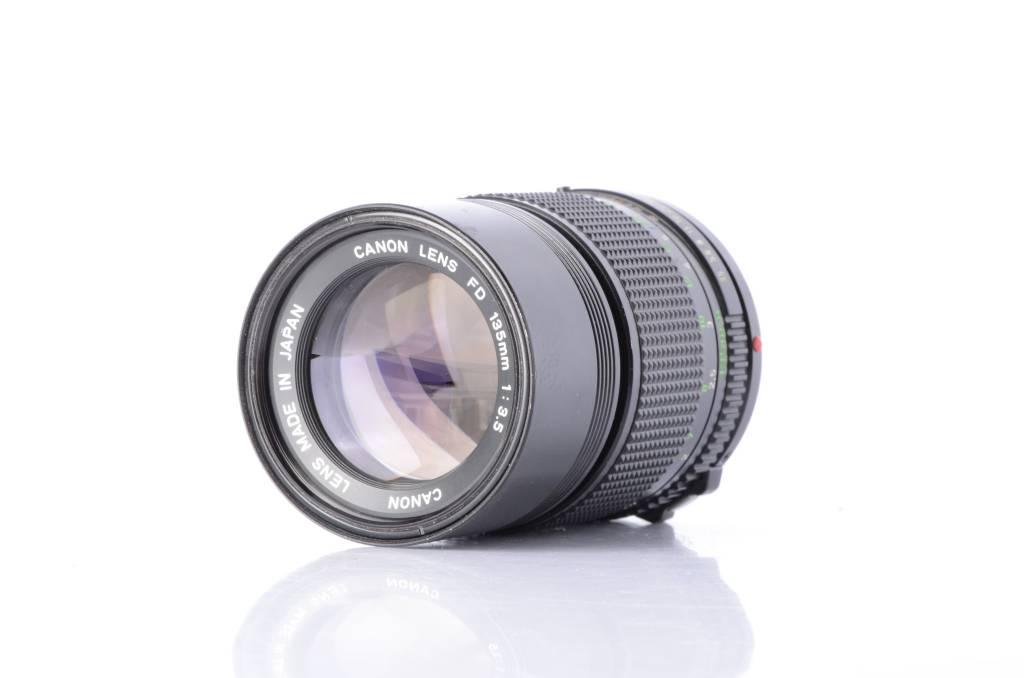 Canon 135mm f//3.5 Manual Focus f//3.5 Telephoto Prime Lens