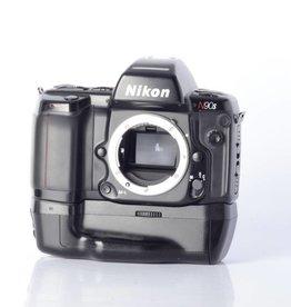 Nikon Nikon N90s w/ MB-10 SN: 2529895 *