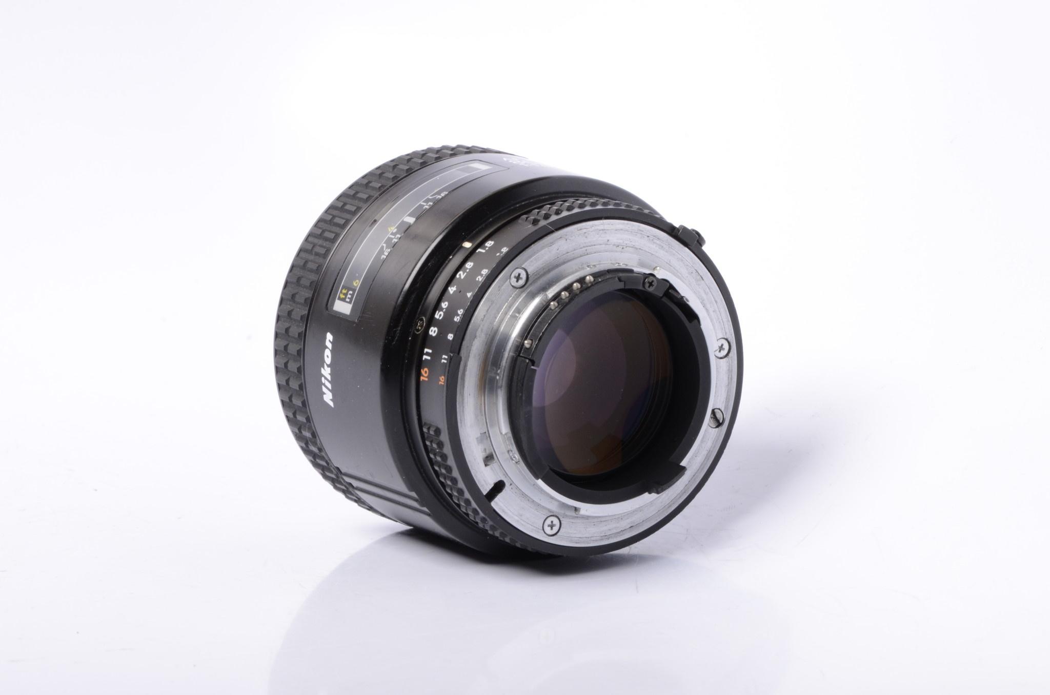 Nikon Nikon 85mm f/1.8 AF SN: 225197