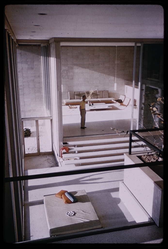 Photograph by Paul Rudolph taken in 1974, from a Kodachrome positive. From Library of Congress.