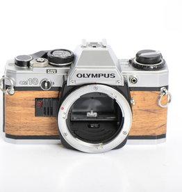 Olympus Olympus OM-10 Faux Wood 35mm Film Camera SN: 118637 *