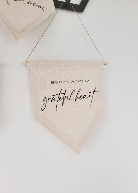 AllyBeth Design Co AB - Canvas Banner - Begin Each Day