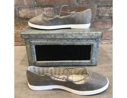 Slip On Shoes W/ Contrast Sole