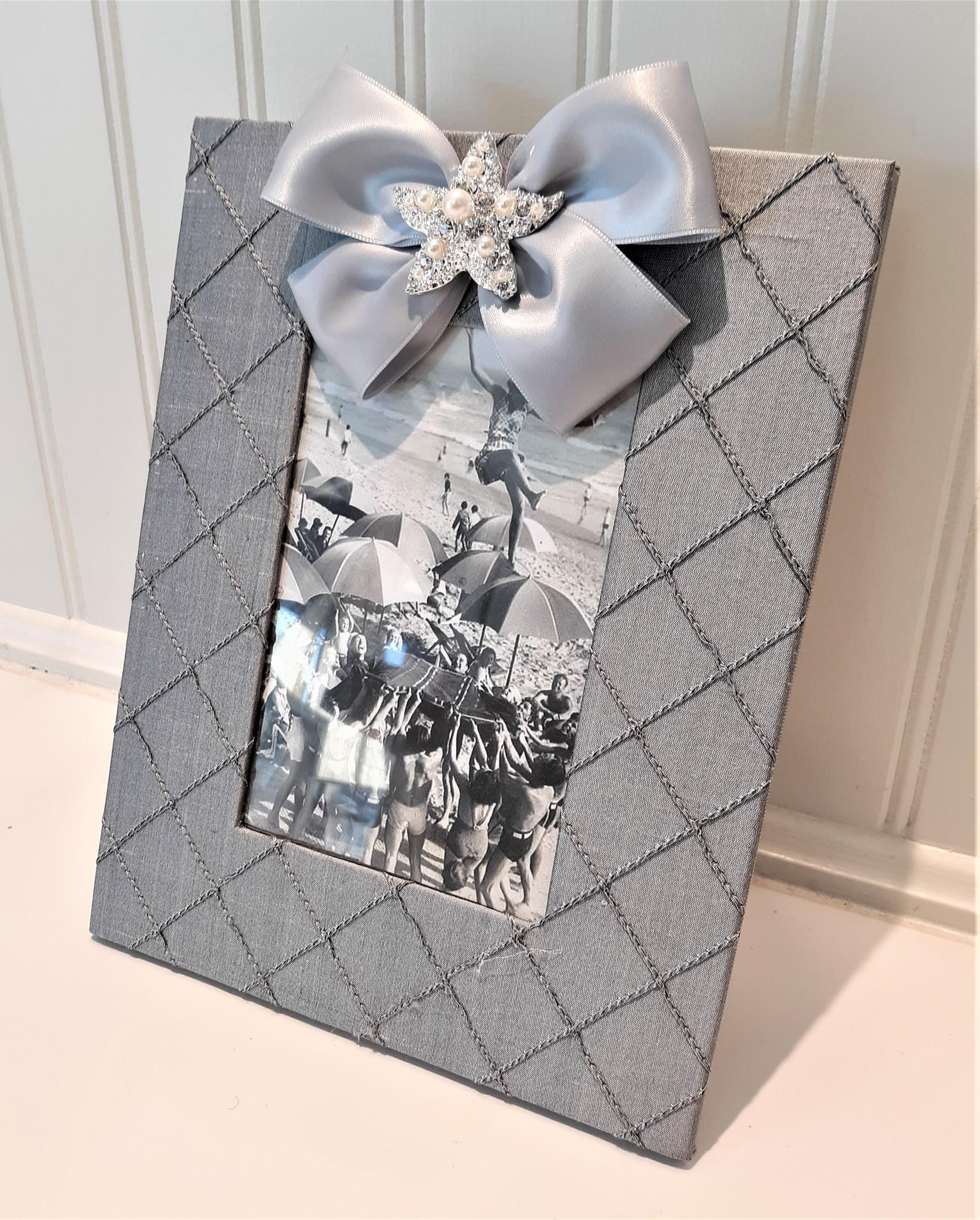 Vertical Grey Silk Frame Starfish Pearl with Satin Ribbon 4x6