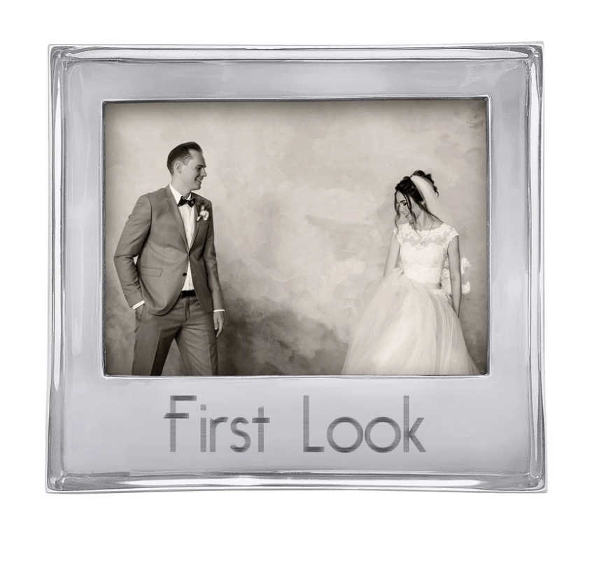 FIRST LOOK Signature 5x7 Statement Frame