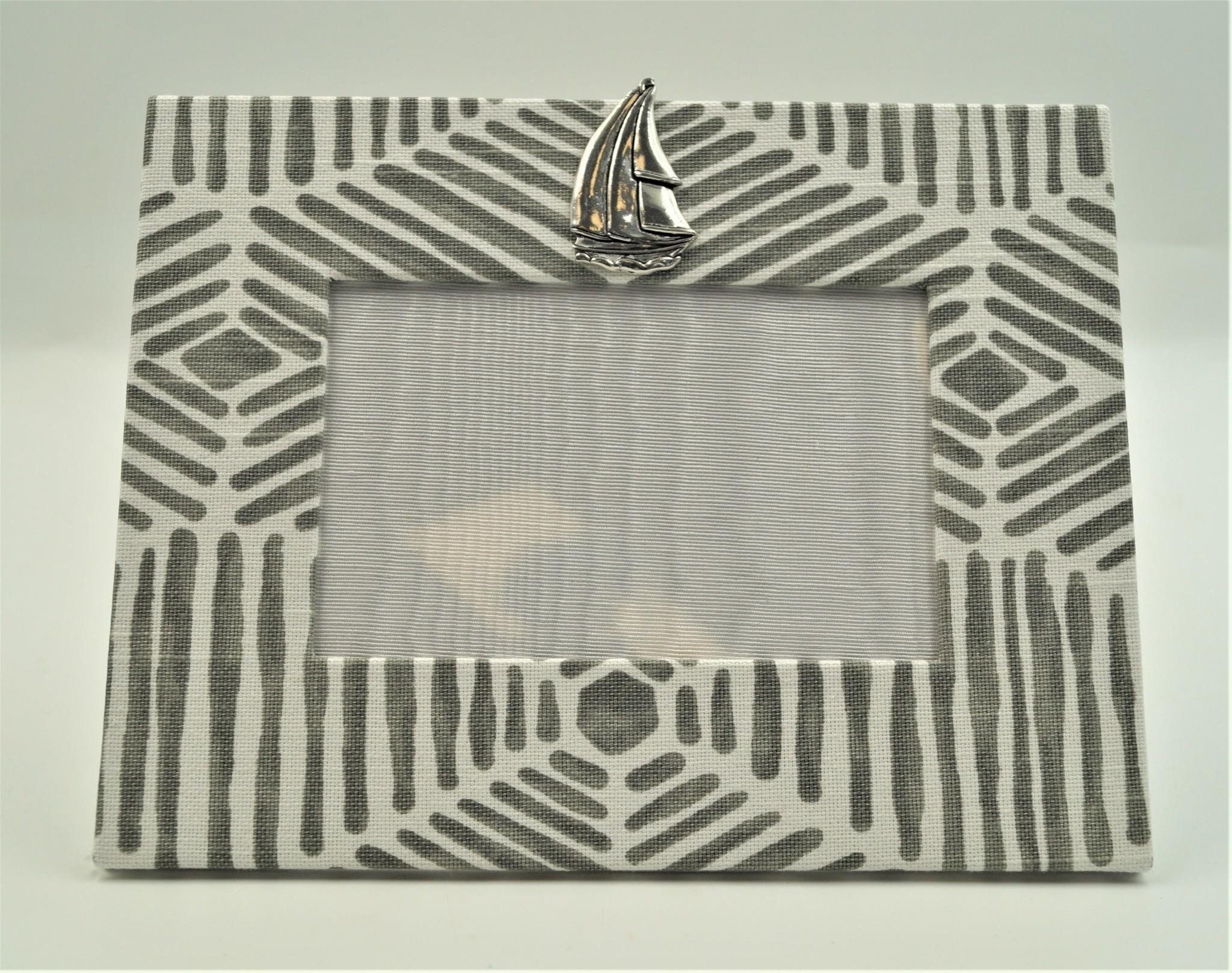Pewter Medallion Sailboat Horizontal Frame 4x6 Bamboo Grey