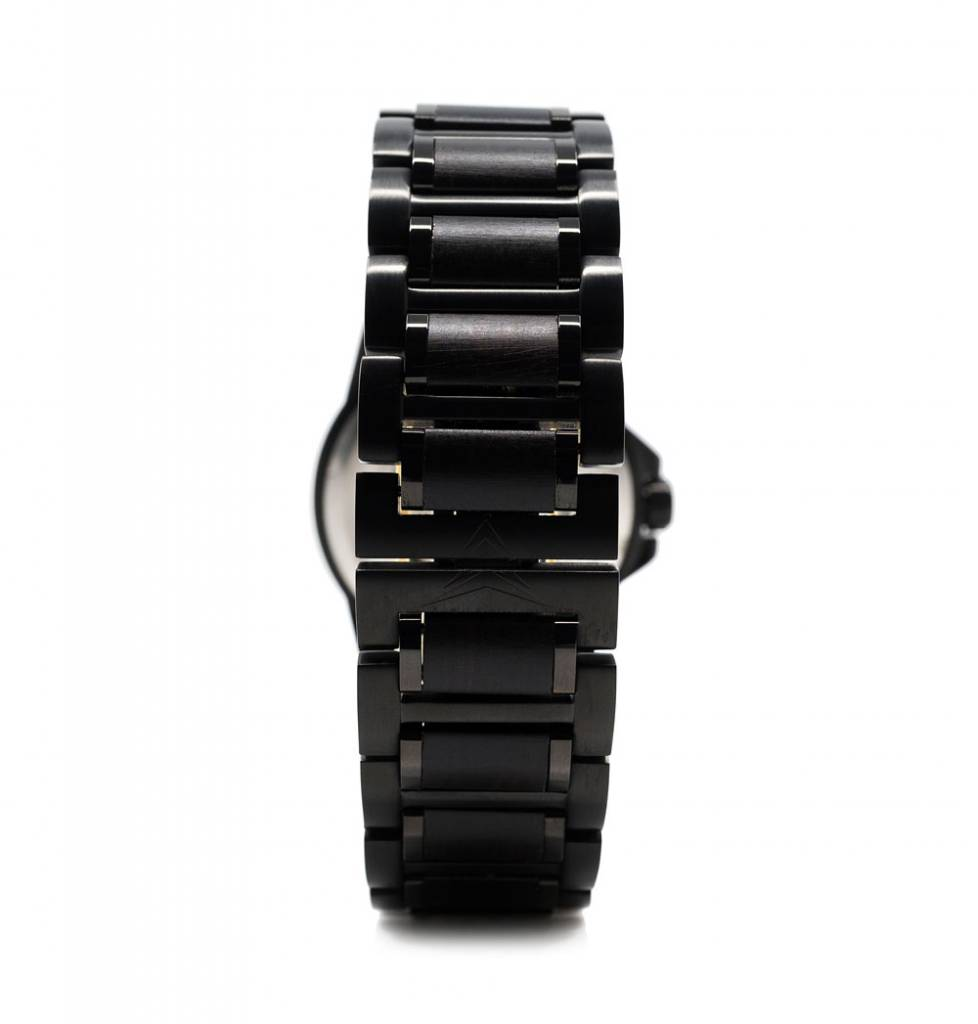 Konifer Klassic Black on Black