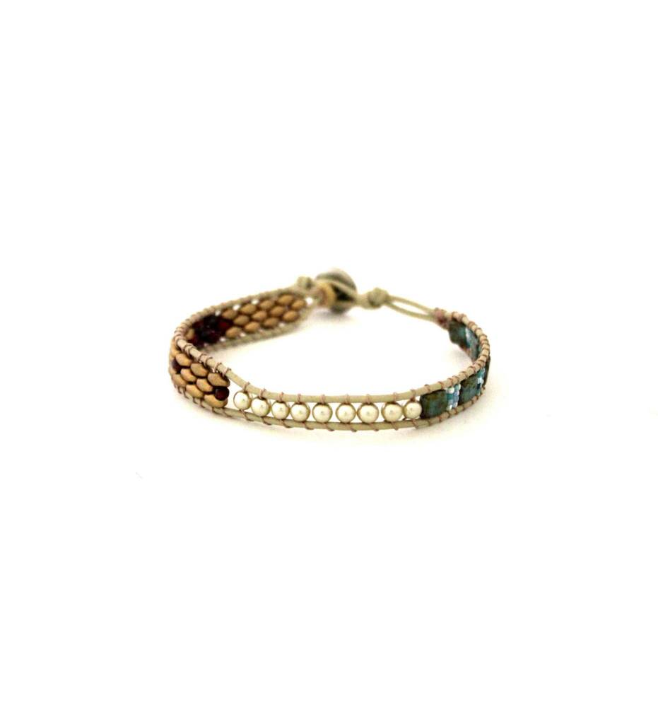 *RS Beaded Bracelet / Button Latch