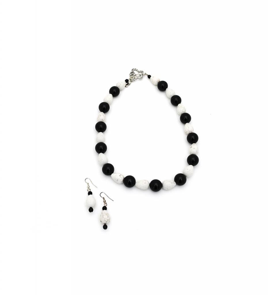 *JM Black / White Shell Beaded Necklace & Earrings Set
