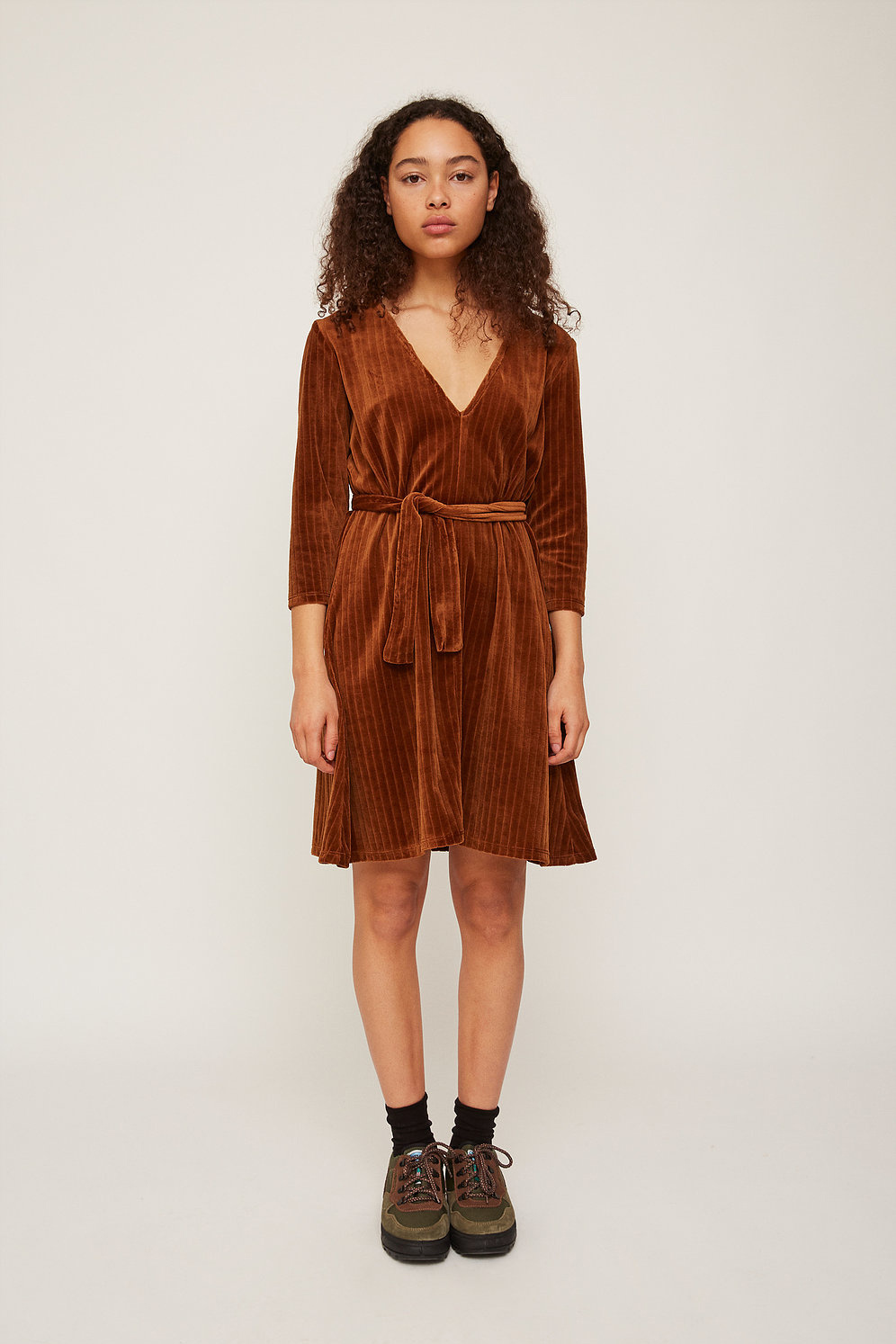 Rita Row Velvet Dress in Brown
