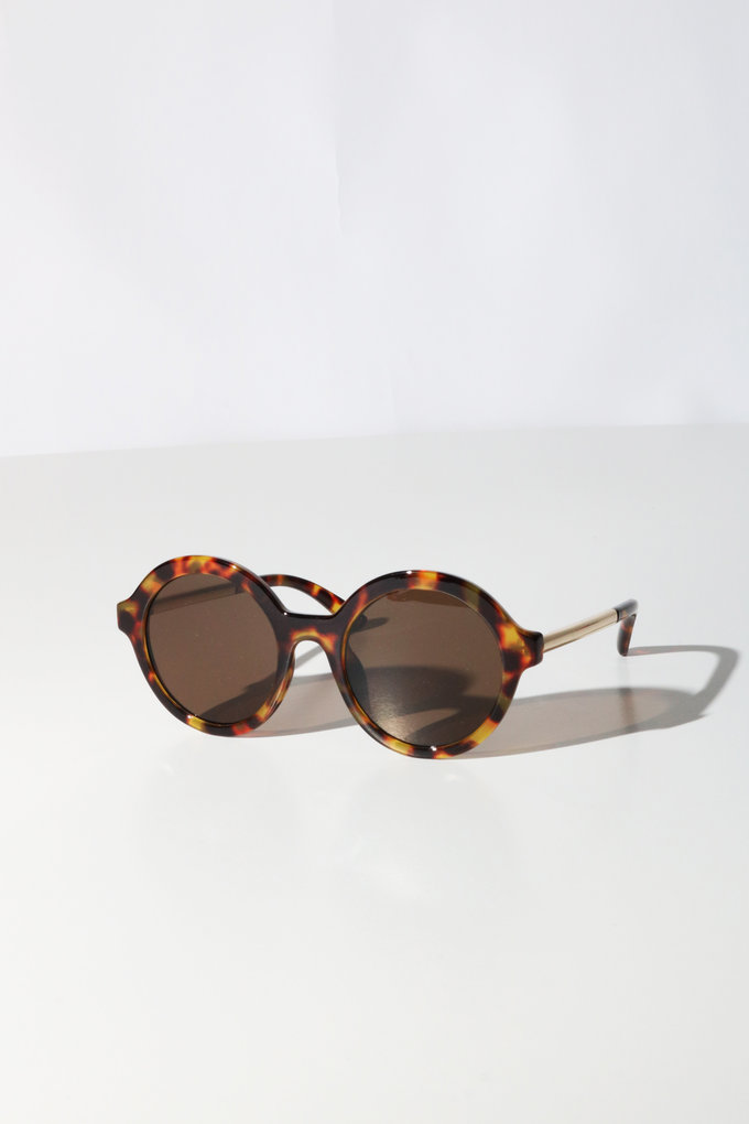 Reality Mind Bomb Sunglasses in Milky Turtle