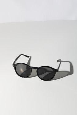 Reality Hudson Sunglasses in Black