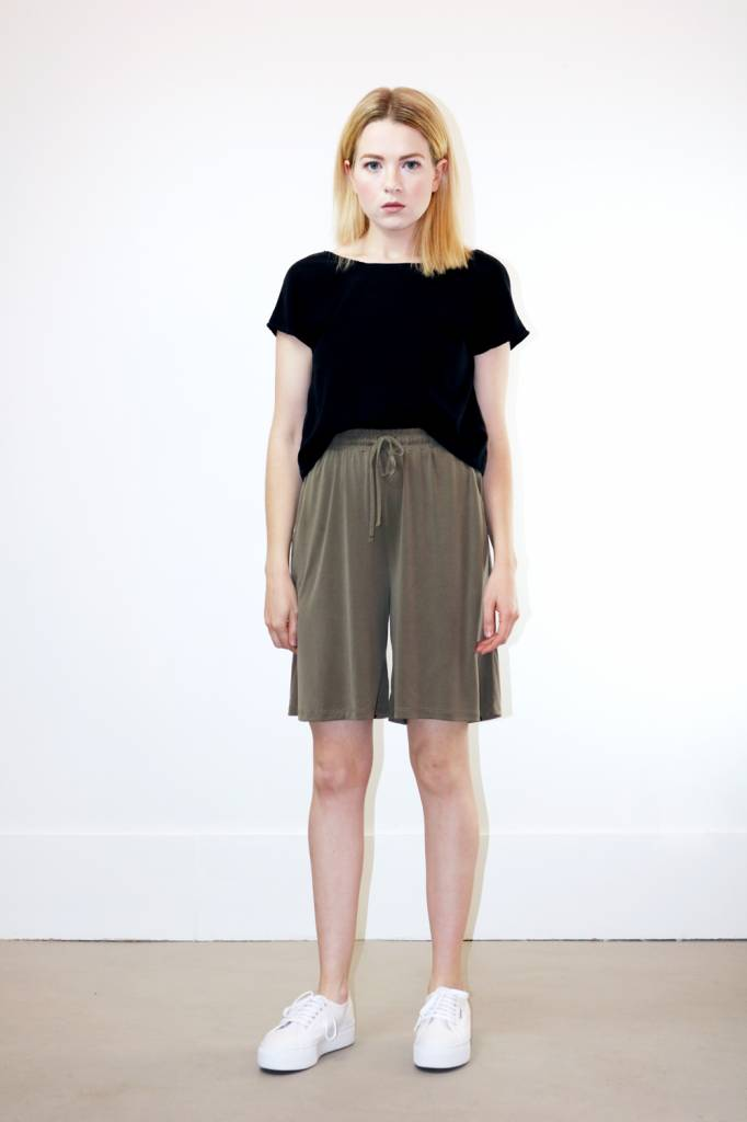 Just Female Johanne Shorts in Utility Green
