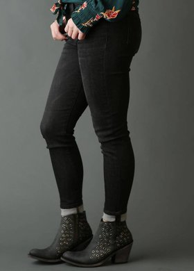 Sneak Peek Basic Black Skinny