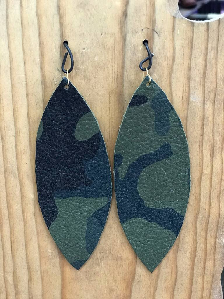 Diamond T Outfitters Camo Oval Earring