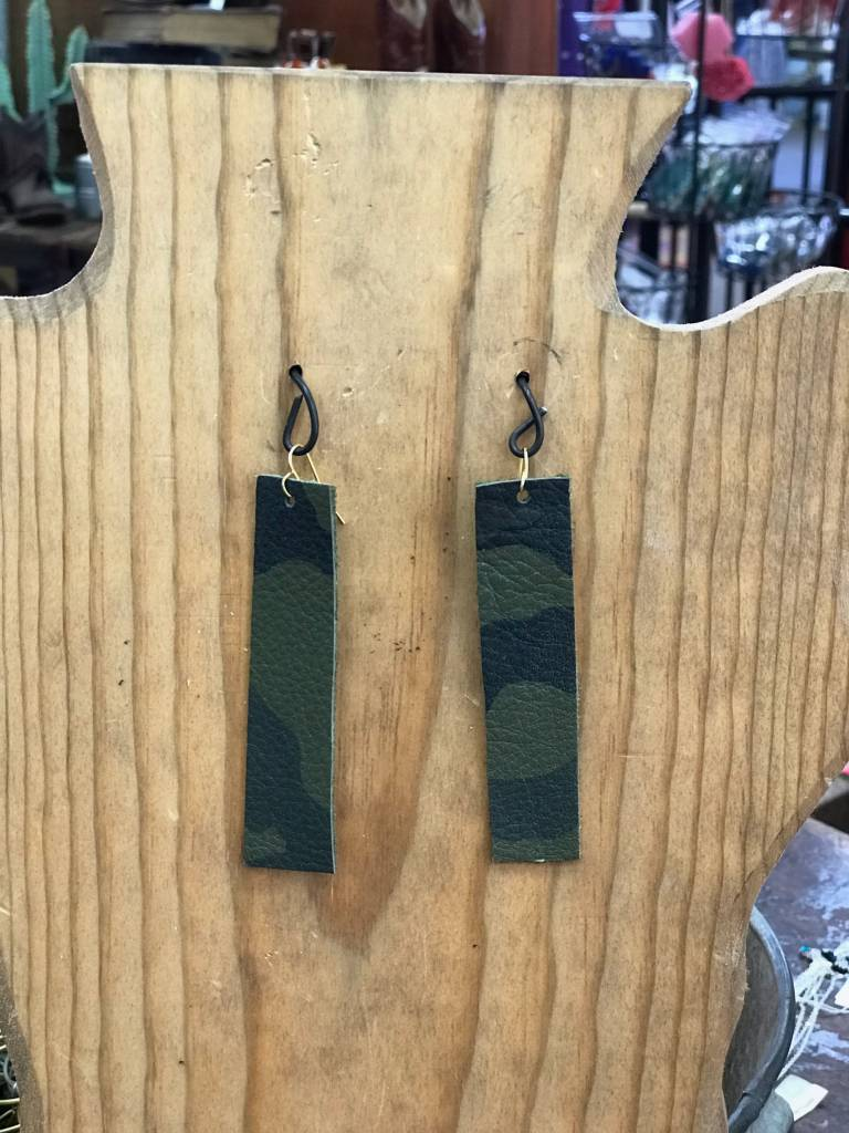 Diamond T Outfitters Camo Strip Earring