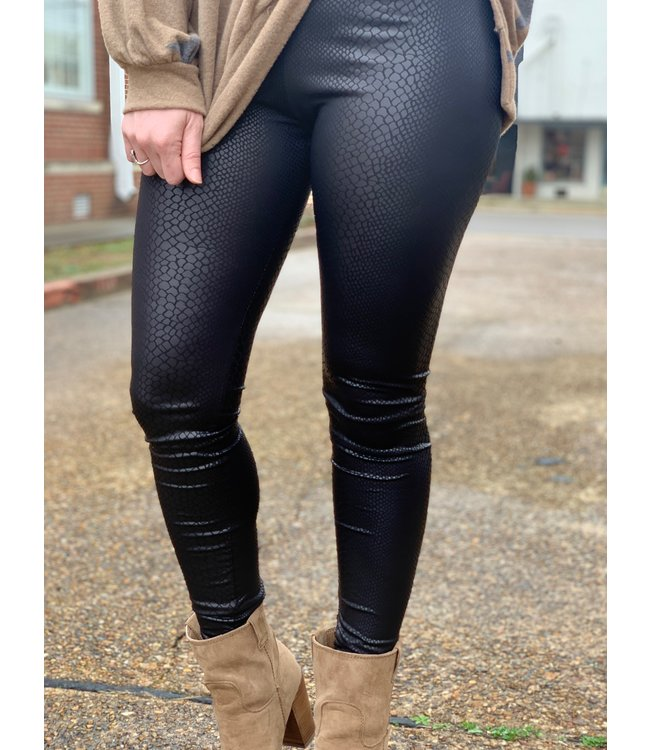 Diamond T Outfitters Sneaky Pleather Legging