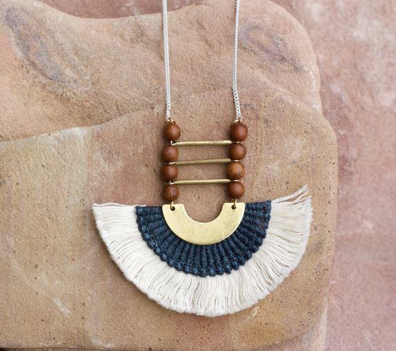 This Ilk Collier Nubia avec billes de bois