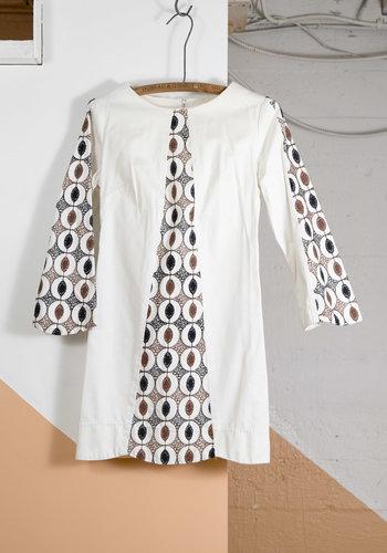 Robe blanche 60s broderie neutre