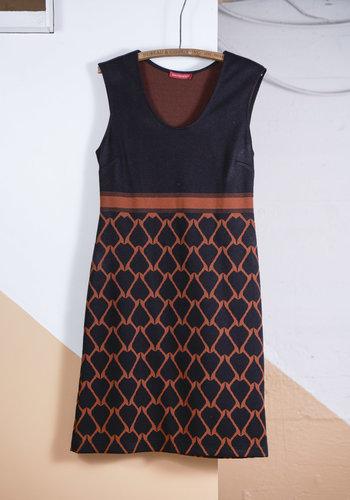 Robe tricot noir a motif orange