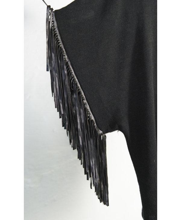 Tricot noir manche frange
