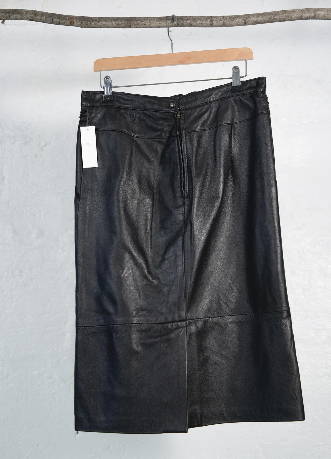 Jupe droite cuir noir