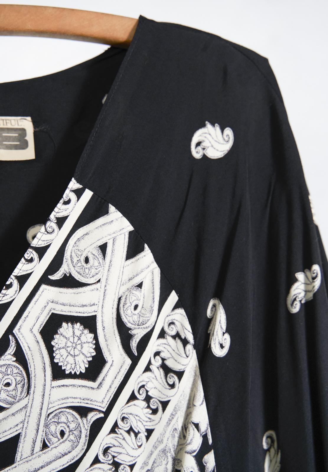 Kimono noir et paisley creme