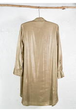 Longue robe chemise doré