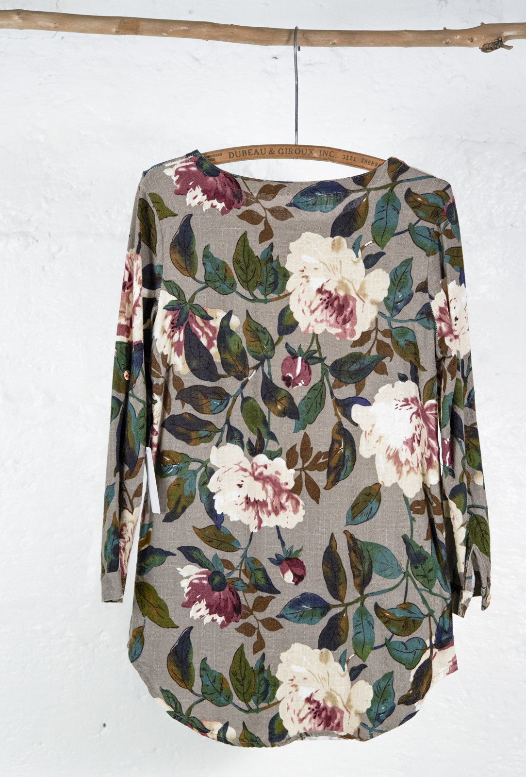 Short taupe dress with floral print