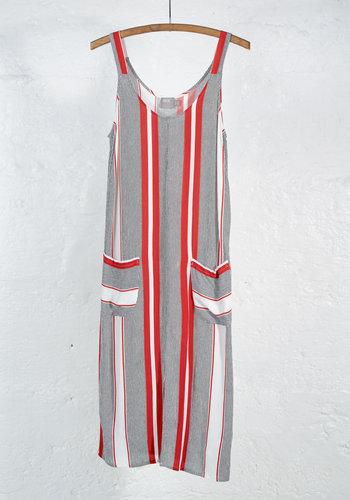 robe droite bretelle ligne verticale rouge blanche noir