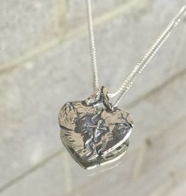"AG1136 Mended Heart Necklace SS 20"" H Box Chain"