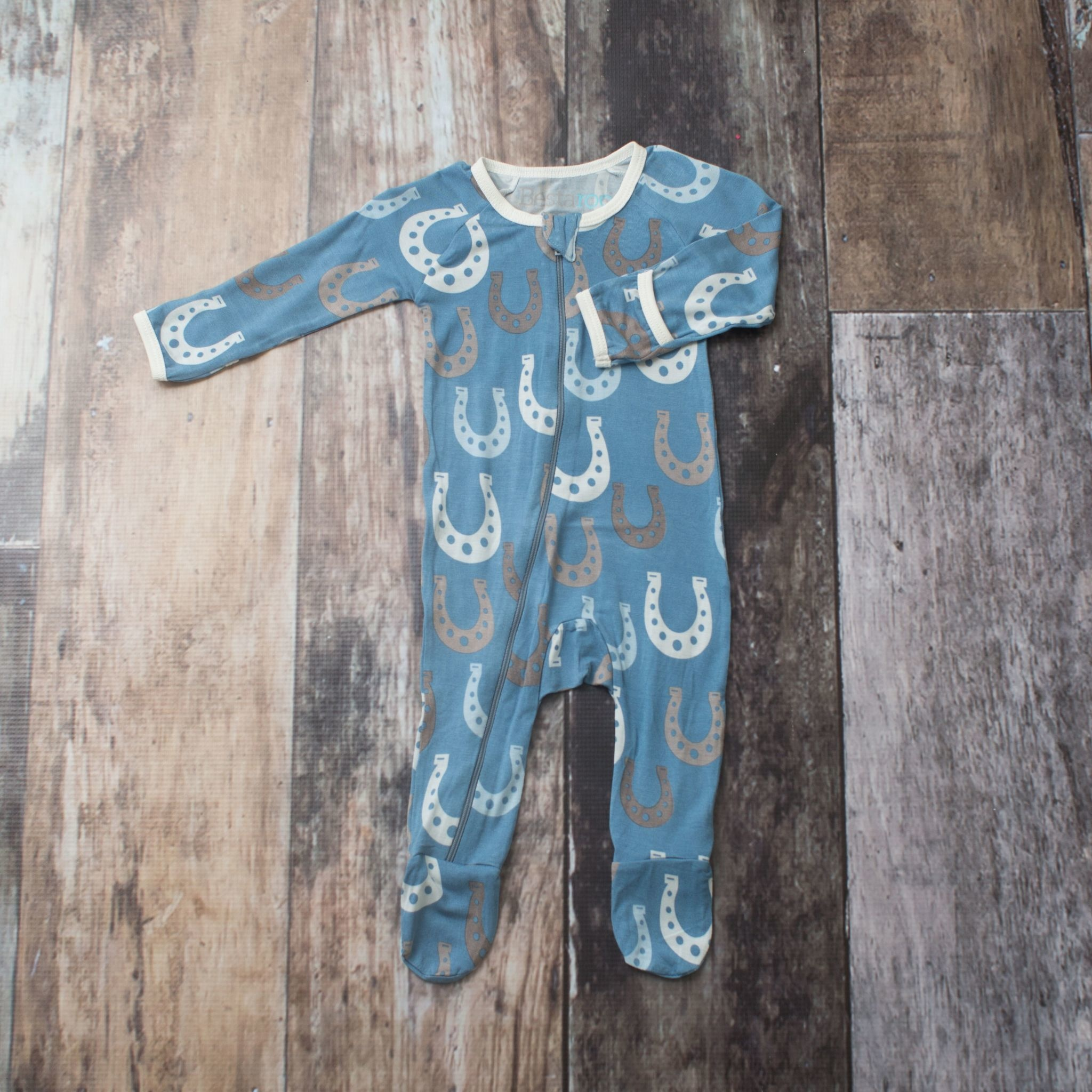 Bestaroo Footie Horseshoes on Blue