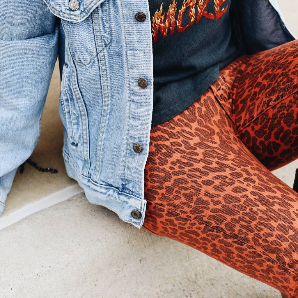 HW Looker Ankle Fray Pant - Animal Attraction