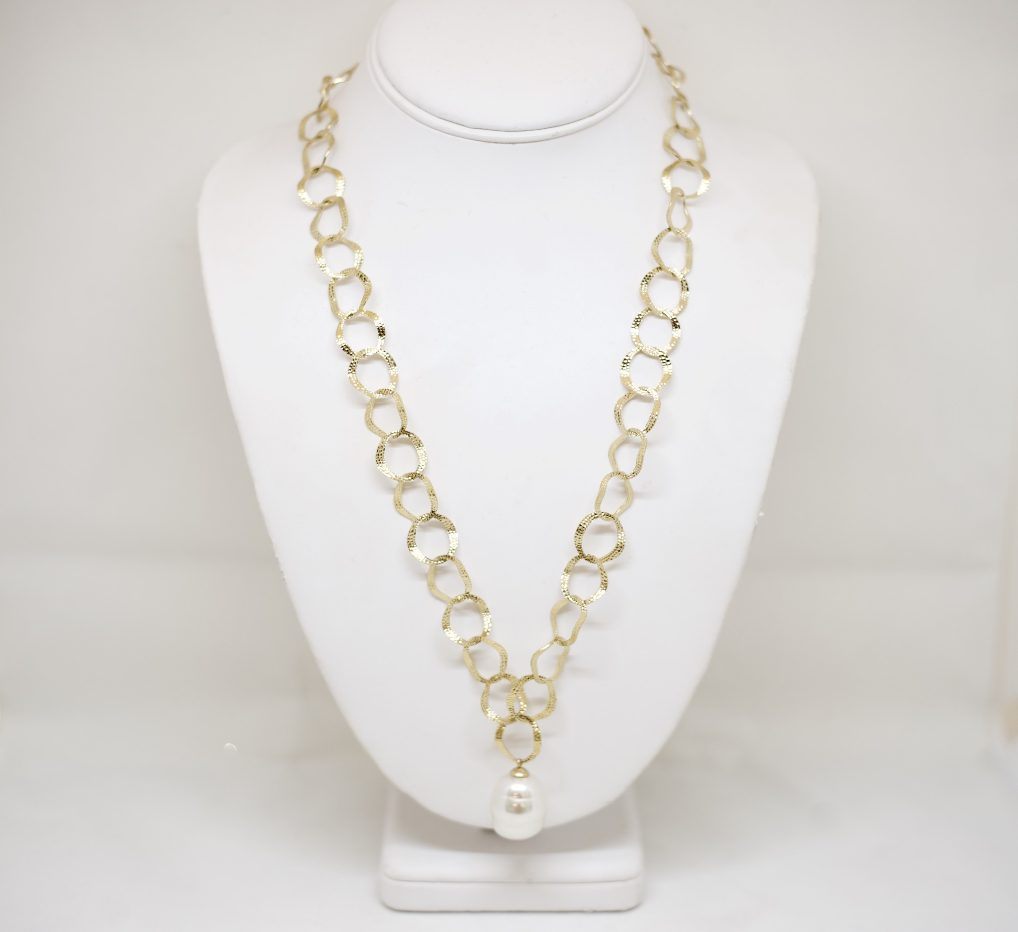 18MM WHT Baroque Gold