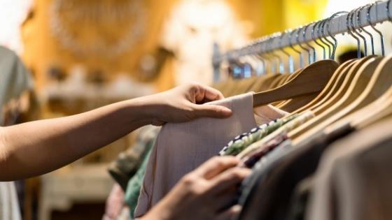 Vêtements de seconde main : Pratique, écologique et économique