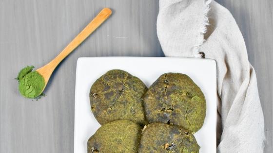 Biscuits « matcha » à la lentille d'eau & au chocolat blanc végane