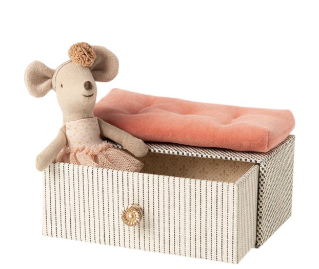 Maileg Dancing Mouse in Daybed