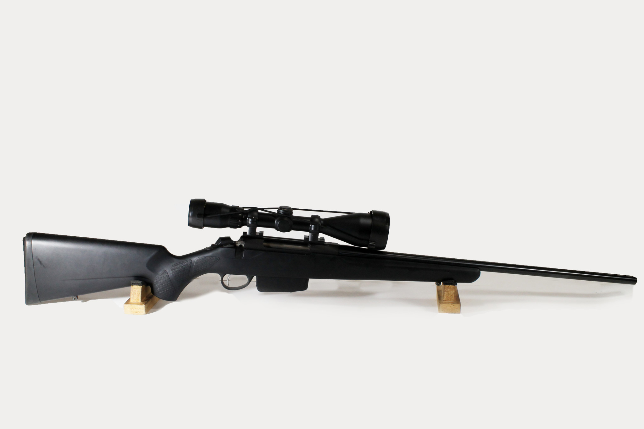 UG-13116 TIKKA T3 SYNTHETIC 223 REM, WITH BUSHNELL 3200 ELITE 3-10X50 MM SCOPE, 2 MAGS
