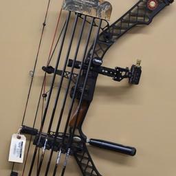 UB-263 USED Mathews Z7 RH 70# Compound Bow w/ Case Arrows Release
