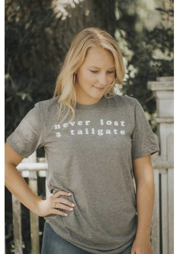 NEVER LOST A TAILGATE UNISEX TEE