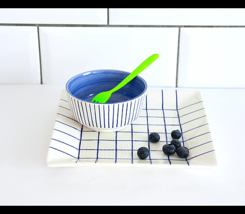 Assiette carrée bleue