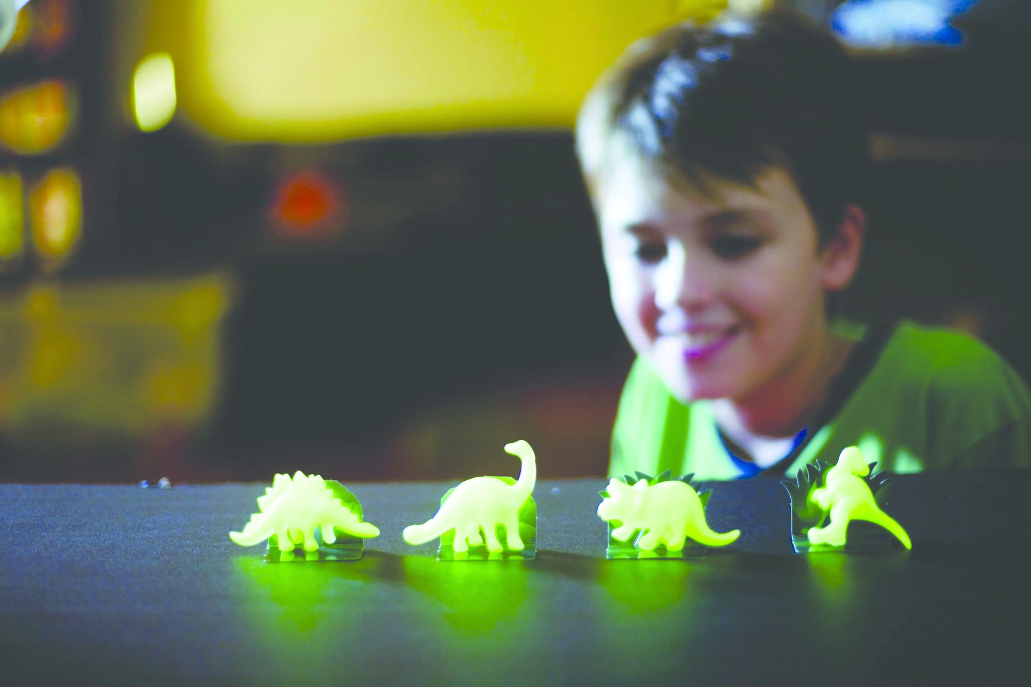 4M KidzLabs Dig A Glow Dinosaur