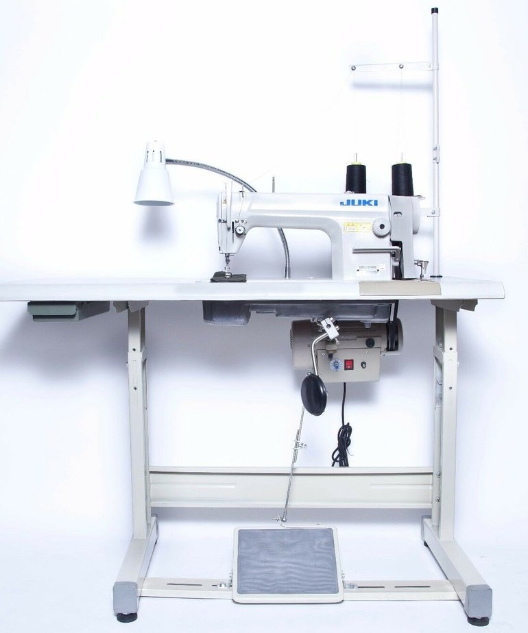 Juki DDL-5550N High-speed Single Needle Straight Lockstitch Industrial Sewing Machine (MADE IN JAPAN) with Table and Servo Motor