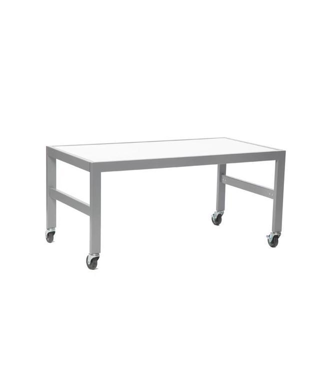 """Petite table de présentation 46""""x24""""x21""""H, dessus de mélamine blanc"""