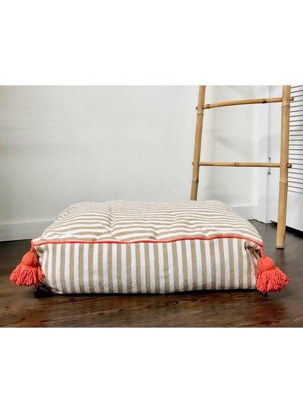 atelier BOEMIA Pom Pom Pet Bed