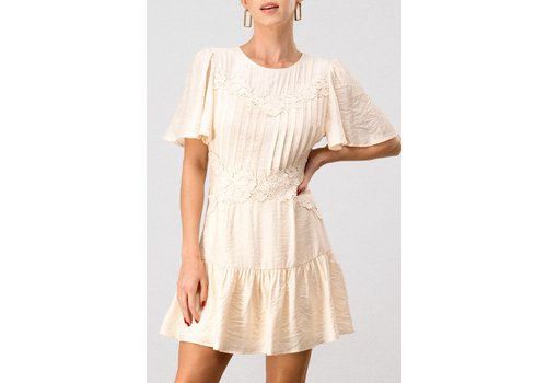 Trend: Notes In Lace Of Emergency Dress